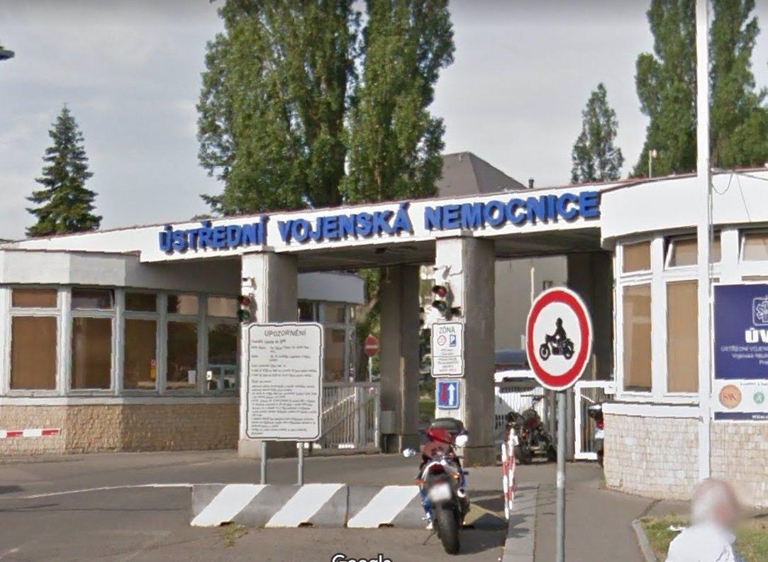 Střelba v Ústřední vojenské nemocnici v Praze: Muž na sebe namířil zbraň a vypálil