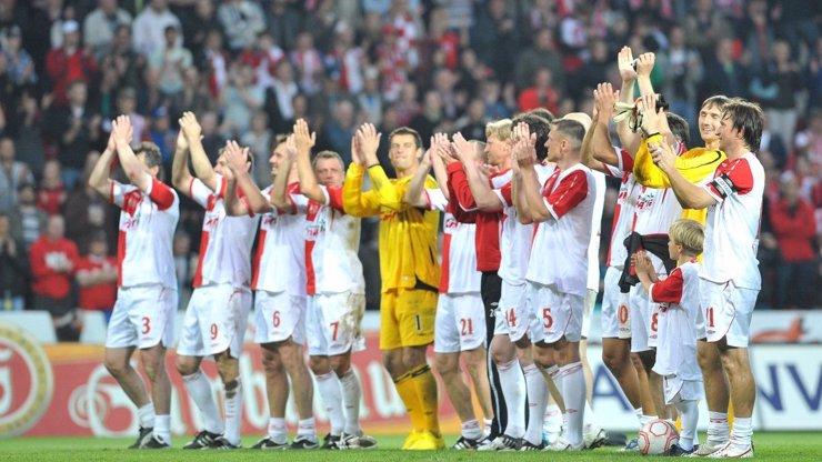 Jak bude vypadat fotbalové jaro? Titul vyhraje Sparta, Slavie se dostane do pohárů a Příbram opět nesestoupí!