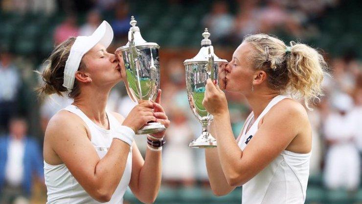 Poslala polibek do nebe: Krejčíková děkovala zemřelé legendě za výhru ve Wimbledonu