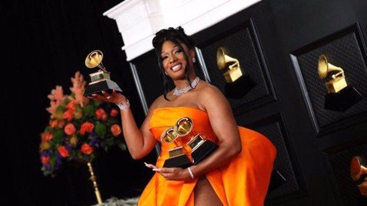 Grammy 2021 převálcovaly ženy! Byl to náročný rok, ale zvládli jsme to, dojala se vítězka