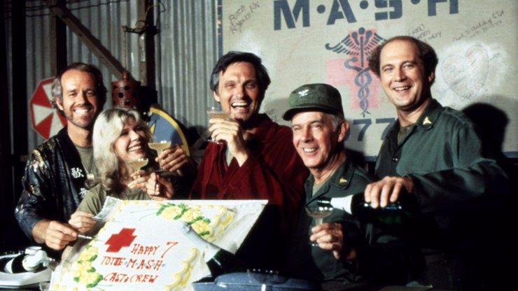 Od první klapky uběhlo už 47 let: Takhle se změnili herci z legendárního seriálu M.A.S.H.