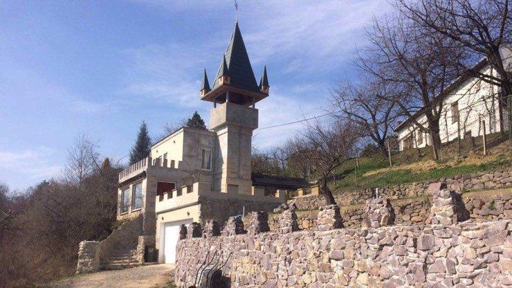 PEKLO EXISTUJE! 9 fotek, které dokazují, že architekti v Česku jedou na halucinogenních drogách