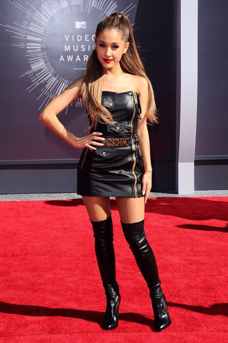Krvavá jatka na koncertě v Manchesteru: Zpěvačka Ariana Grande udělala dojemné gesto, ze kterého mrazí!