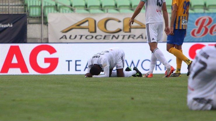 Fotbalová liga v ohrožení: Tři hráči Karviné mají pozitivní test na koronavirus