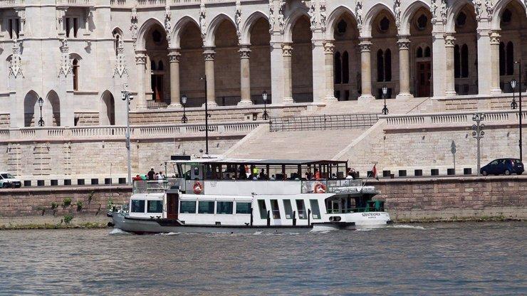 Na Dunaji se potopila loď s turisty: Nejméně 7 MRTVÝCH, na palubě byly i děti