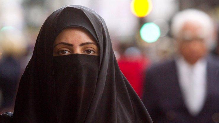 Evropa se islamizuje: Učitelské noviny vydaly rozhovor s Hamplem, část expertů by to zakázala