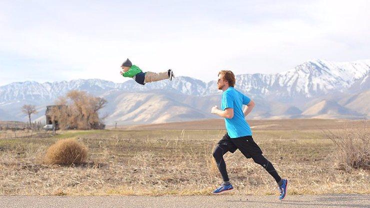 Narodil se s Downovým syndromem, má ale nejlepšího tátu na světě! Podívejte, jaké mu dělá boží fotky