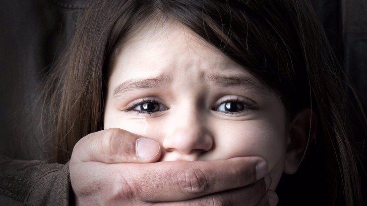 Můžu mu říkat táto, budu s ním mít miminko: Holčičku (5) dva roky zneužíval kamarád (37)