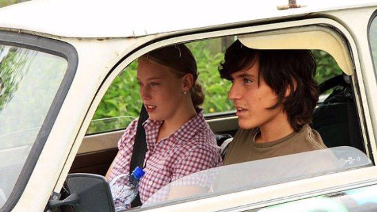 Aneta Krejčíková (28) ve filmu Láska je láska jako zamilovaná puberťačka