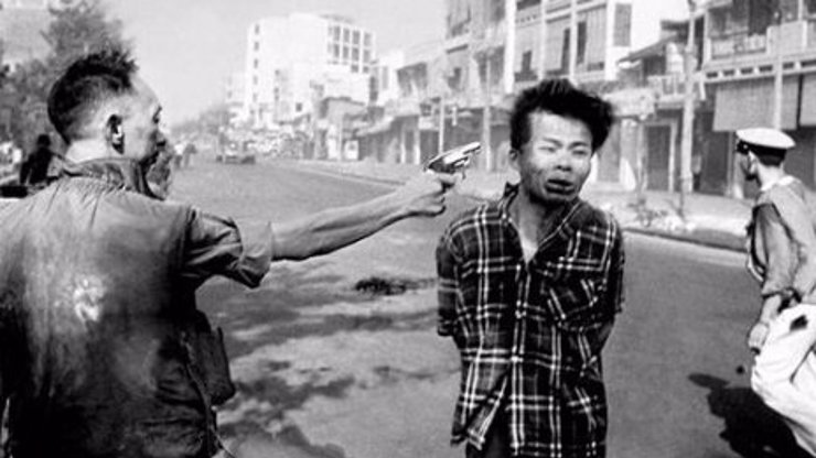 Dítě jako kořist dravce: Tohle je 10 nejstrašlivějších fotek v dějinách světa