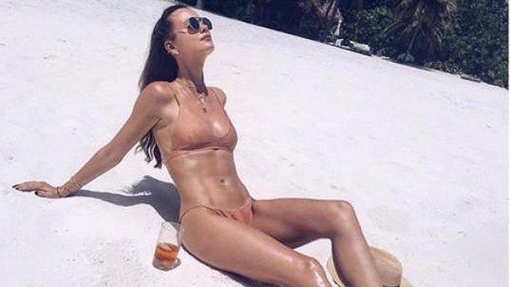 Berdychova manželka se ukázala na Maledivách! Tělo bohyně mu závidí snad každý soupeř