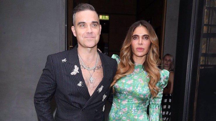 Robbie Williams s manželkou jsou počtvrté rodiči: Miminko jim odnosila náhradní matka