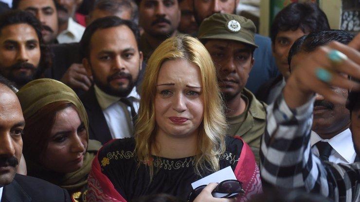 Pašeračka Tereza se rozplakala štěstím. Bude za ni bojovat světoznámé eso