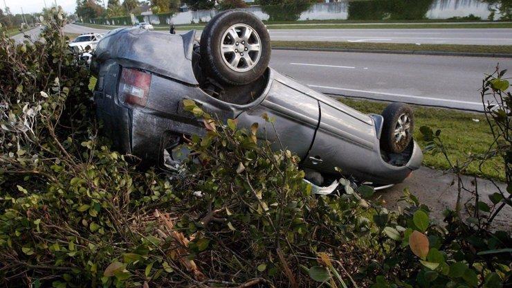Nejhorší jízda v autoškole: Studentka otočila během pár vteřin auto na střechu