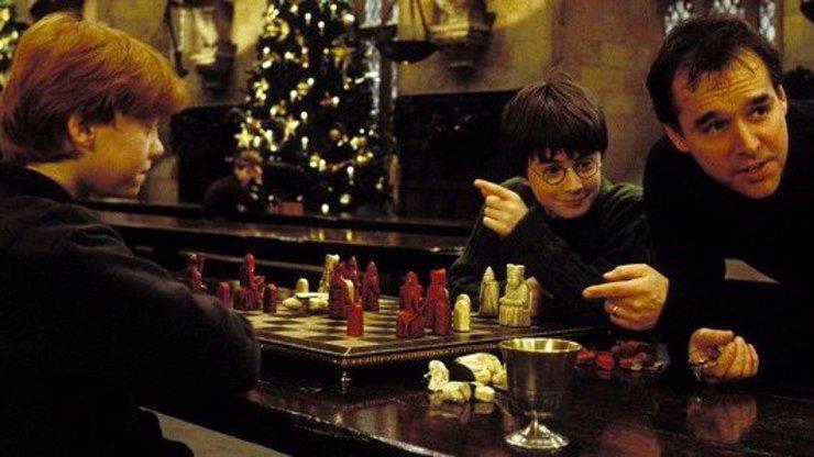 V zákulisí filmu Harry Potter a Kámen mudrců: 12 fotografií, které ukazují, jak vznikala magie