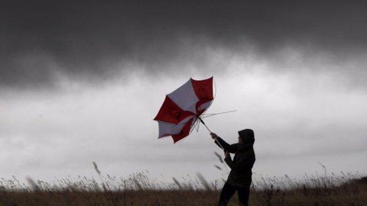 Víkendová předpověď: Nejprve úmorné vedro, pak prudký pád teplot a přívalové lijáky