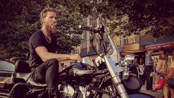 Do Slunečné míří sexy motorkář: Fešák ze SuperStar miluje silné stroje už od mládí