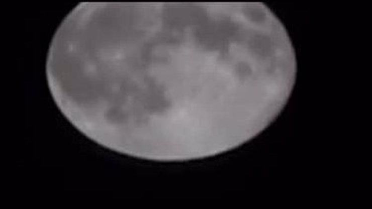 UFO se objevilo na superúplňku! Připravte se na invazi mimozemšťanů!
