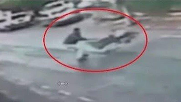 Hrdina chytil ujíždějící kočárek. Tohle batole přežilo jistou smrt!
