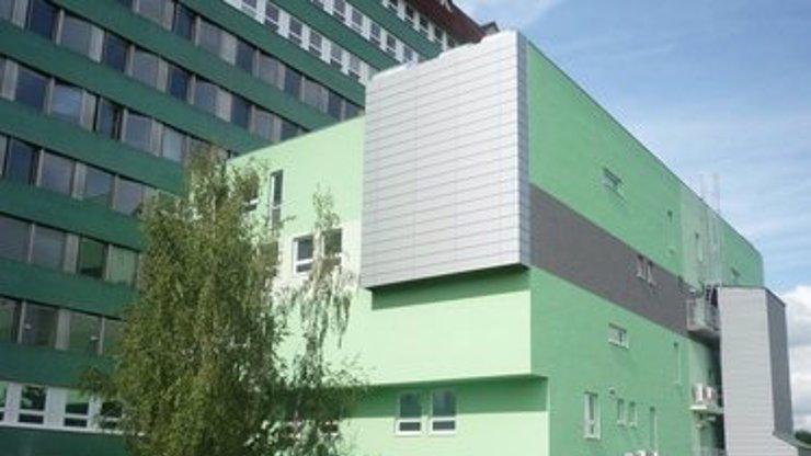 Tragická událost na Slovensku: Sedmiletá dívka vypadla z okna nemocnice, bohužel nepřežila
