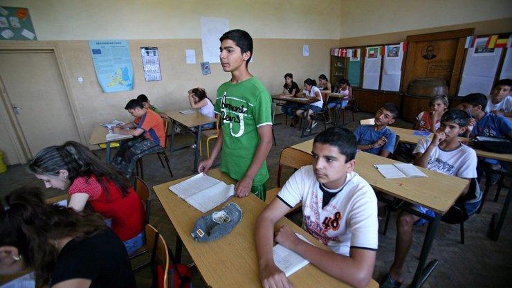 Vyučování romštiny na základní škole? Politici navrhují, že by se mohla nově zařadit do osnov