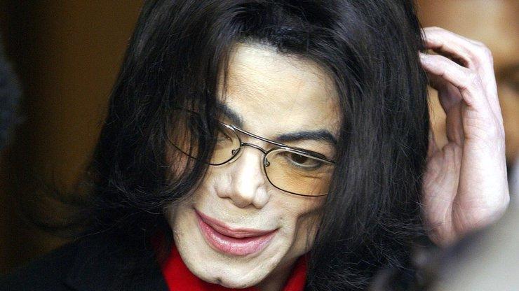 Kapačka s krví Michaela Jacksona jde do dražby: Biolog řekl, zda je možné z ní vytvořit klon