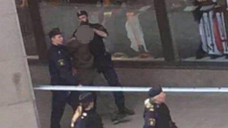 MASAKR VE STOCKHOLMU: Policie zatkla řidiče dodávky! Podle švédského premiéra nelze vyloučit teroristický útok!