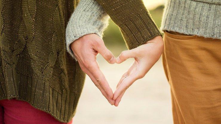 Víkendový horoskop ve znamení lásky: Vodnáři pomýšlí na svatbu, Raci zažijí vášnivou noc