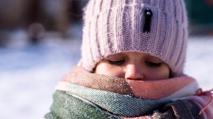 Znáte pravidla, jak obléknout děti v zimě?
