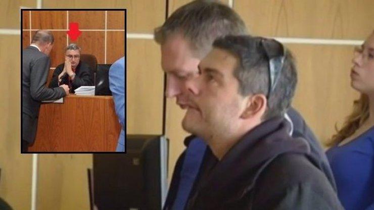 Zabil ho ten trest! Soudce Novák se urval ze řetězu a mstí se. To jsou tresty jak ve středověku, říkají rodiče zesnulého motoristy