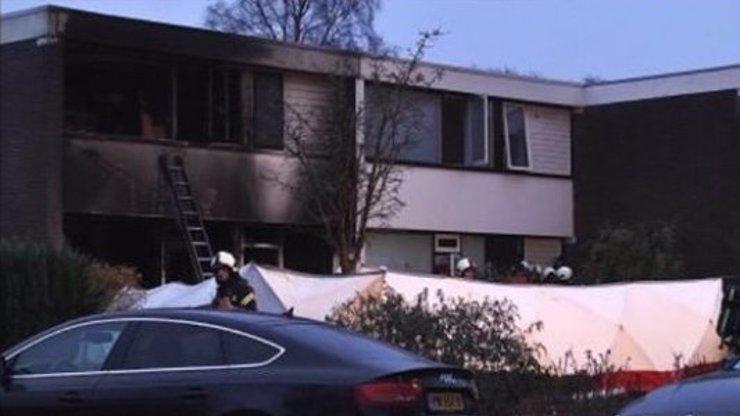 V Nizozemsku uhořely dvě české děti! Bylo jim 5 a 6 let. Dům vzplanul kvůli vánočnímu stromku, uvedla matka
