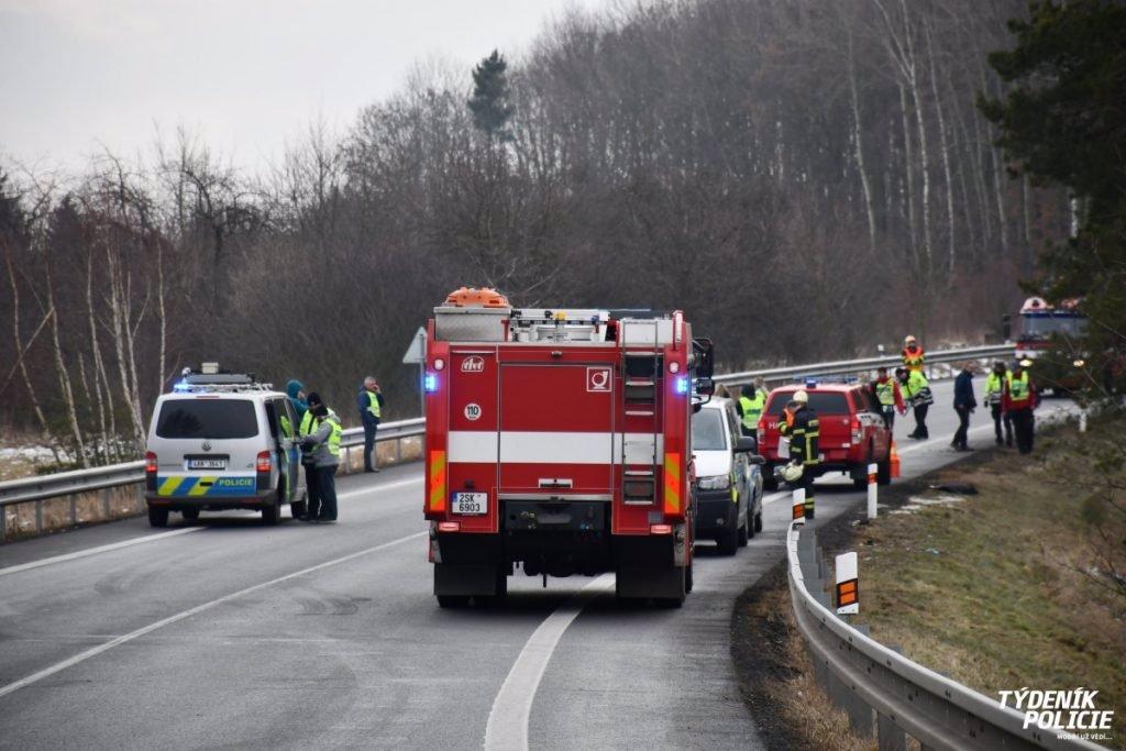 Tragická nehoda: Fiat narazil do dvou stromů, ve zdevastovaném voze zemřely dvě děti