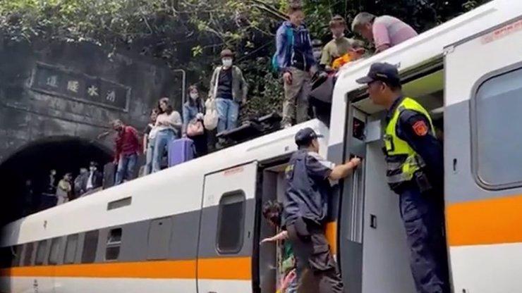 Obří vlakové neštěstí! Nehoda si vyžádala více než 30 mrtvých a 72 zraněných