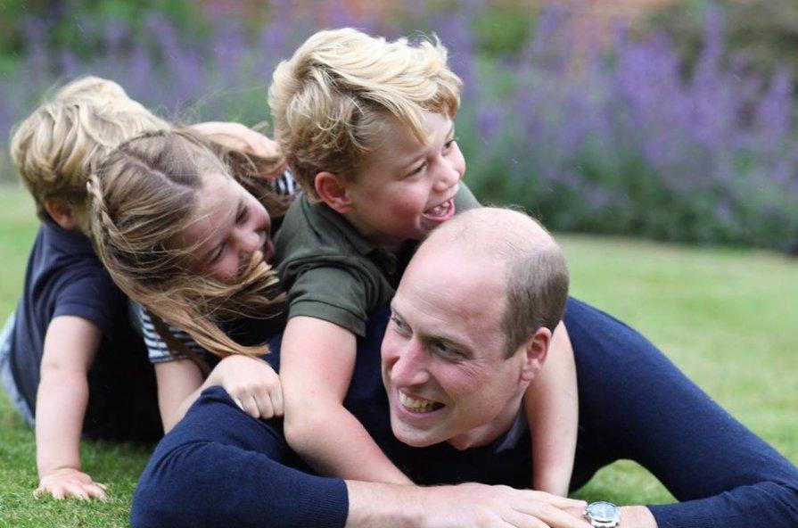 Děti Kate a Williama rostou jako z vody: Na nejnovějších fotkách je princ George celý tatínek