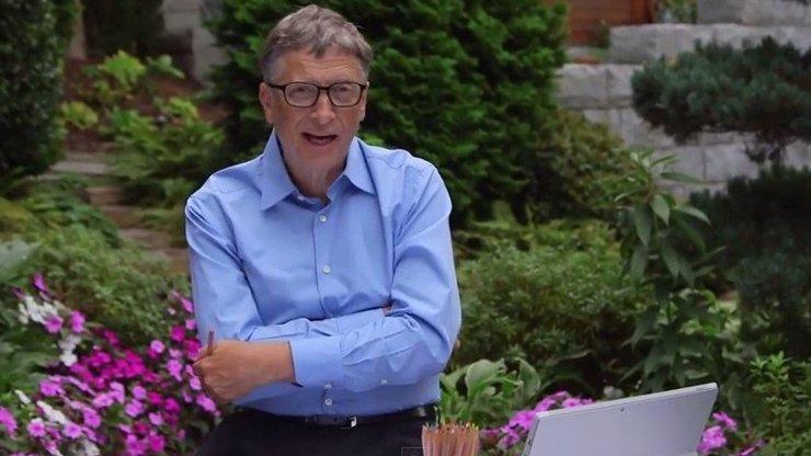 Bill Gates odpovídá na Zuckerbergovu výzvu! Vylije na sebe kbelík ledové vody?