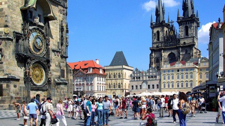 Lidové ceny na Staromáku: V centru Prahy se teď najedí i Češi, oběd stojí 120 korun