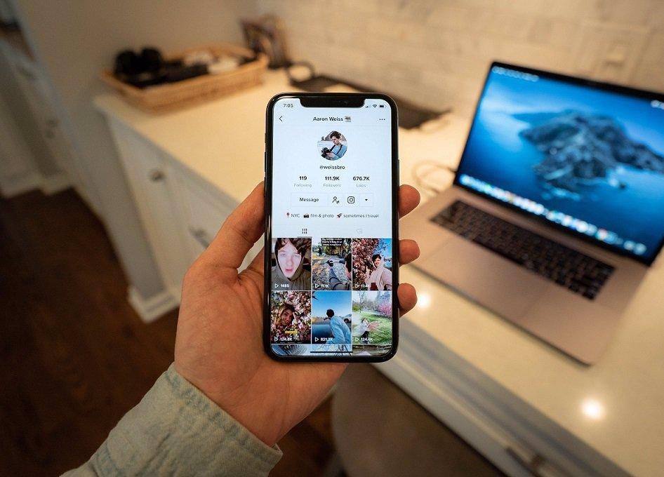 TikTok kritizují rodiče i odborníci: Aplikace přesto vydělává naprosto šílené peníze
