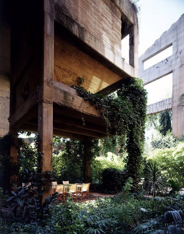 Podívejte se na 8 úžasných snímků luxusního bydlení. Uhodnete, co se v tomto prostředí dělo před lety?