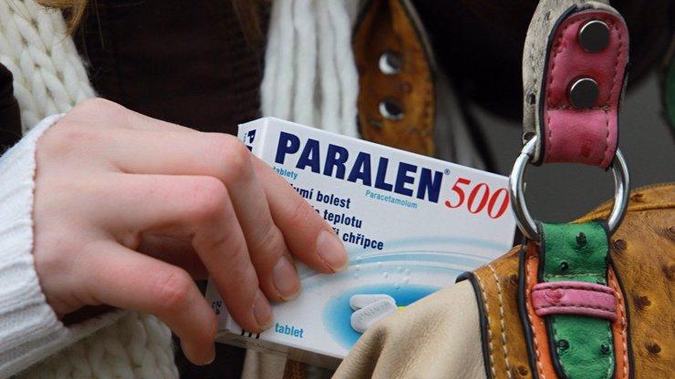Vyprodaný Paralen a léky proti horečce: Státní ústav vyzývá občany, aby je nehromadili