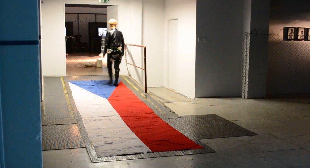 Slováci, připravte se na válku! Otírat si své špinavé křusky o naši vlajku, to jste si dovolili moc!