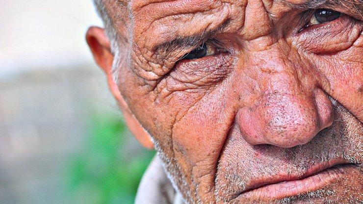 Komentář: Muži stárnou úplně stejně jako ženy, jen při tom ještě o dost víc hloupnou!