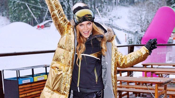 Andrea Verešová se zlatou bundou na těle: Rozžhavila zasněžený Špindl
