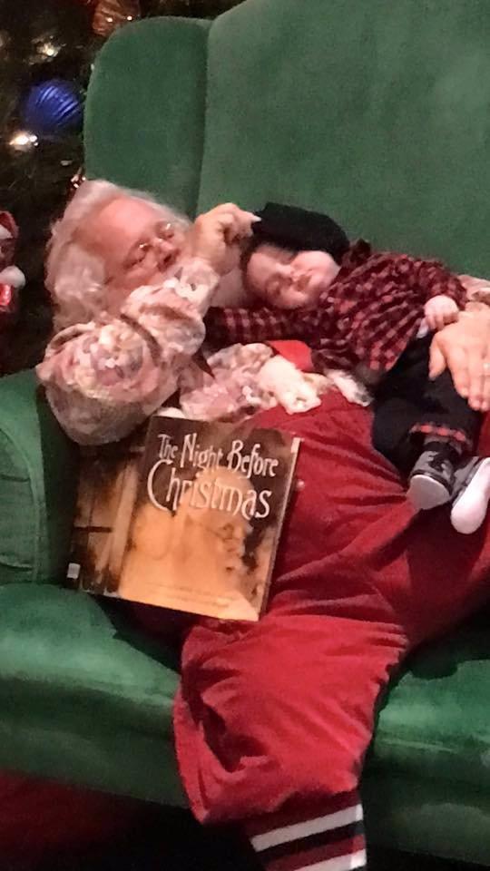 Nic vás tak nedojme: Příběh za tímhle obrázkem dokonale vystihuje ducha Vánoc!