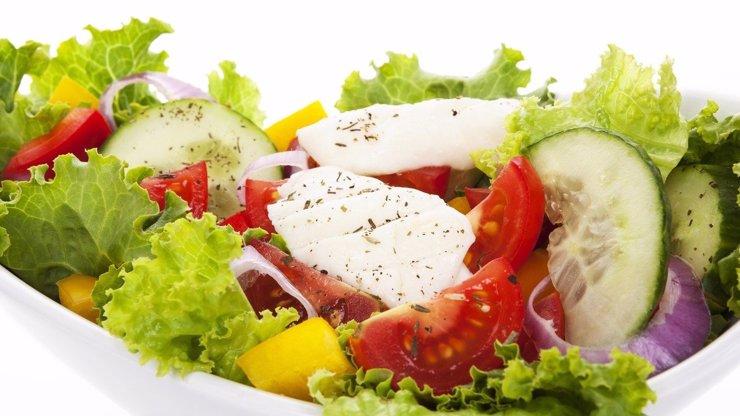 Nechutný nález: Žena si objednala salát. Dostala ho i s kusem kuchařova těla!