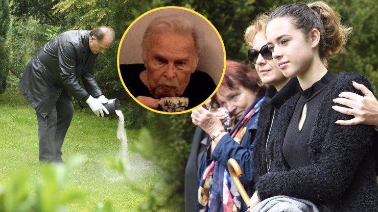 Sbohem, táto a dědo! Rodina Luďka Munzara (†85) po čtyřech měsících rozprášila hercův popel