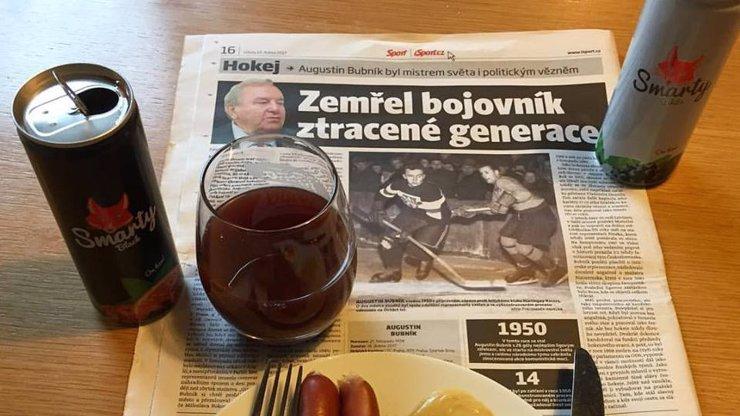 Dominik Hašek snídal s mrtvou legendou! Párky rozložil na nekrologu Augustina Bubníka...