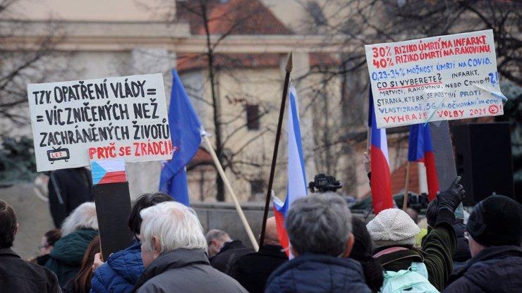 Iniciativa Chcípl PES chystá demonstraci: Členové chtějí zavřít fabriky na dva týdny