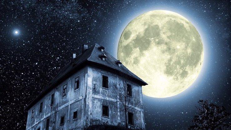 Noční oblohu dnes rozzáří obrovský Měsíc: Čeká nás superúplněk, největší úplněk roku 2014!