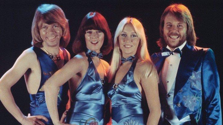 Legendární ABBA se vrací: Skupina vydává 5 nových písní a posílá své mladší já na turné