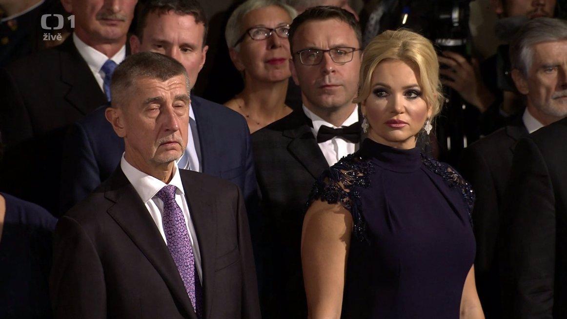 Miloš Zeman promluvil o vyznamenaných z křesla: Omlouvám se, ale bolí mě nohy